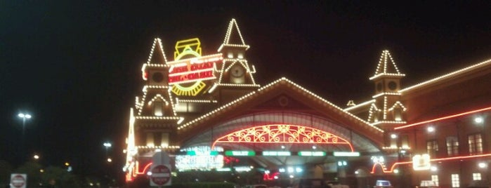 Boulder Station Hotel & Casino is one of Casinos.