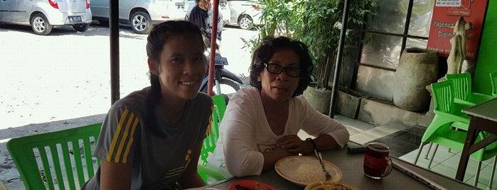 Warung Lembongan is one of Must-visit Food in Denpasar.