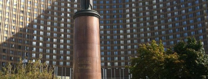 Площадь Шарля де Голля is one of Moskova.