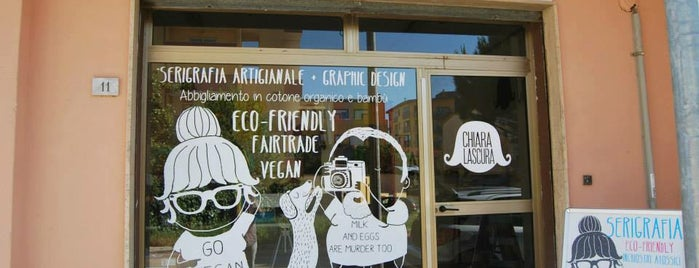 Chiaralascura vegan t-shirts & eco-friendly screenprinting is one of Vegan in Sardegna.