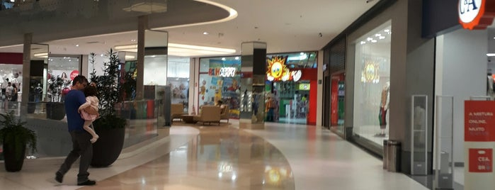 Óticas Brasil is one of Flamboyant Shopping Center.