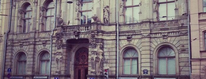 СПб ИВЭСЭП (Санкт-Петербургский институт внешнеэкономических связей, экономики и права) is one of Места для онлайн трансляций.