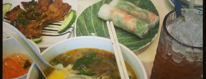 Long Phung Vietnamese Restaurant is one of Hole-in-the-Wall finds by ian thomtori.