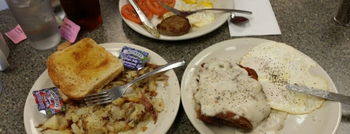 Robert's Restaurant is one of Ttown Bfast.