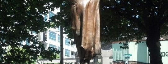 Chief Seattle Statue is one of Alyssa's Seattle visit.