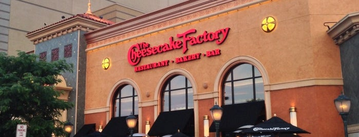 The Cheesecake Factory is one of Must-visit Food in Albany.