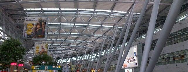 Airport Arkaden is one of Shop until you drop.