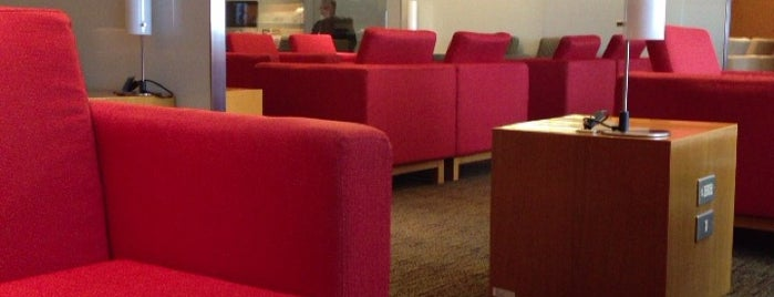 Cathay Pacific First and Business Class Lounge is one of staffのいるvenues.