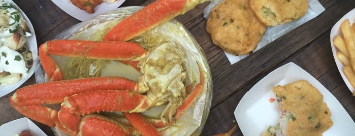 LoLo's Seafood Shack is one of Where You and Your Crew Can Dine On the Cheap.