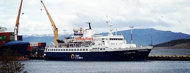 Puerto de Ushuaia is one of LUGARES VISITADOS.