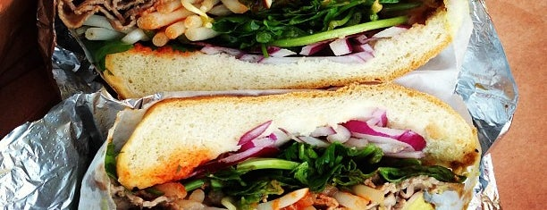 Sunny & Annie Gourmet Deli is one of USA NYC Must Do.