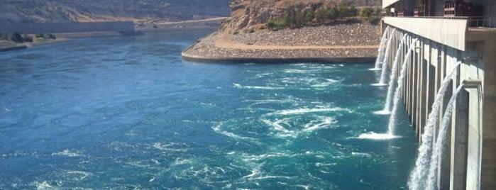 Atatürk Barajı is one of yeni yerler.