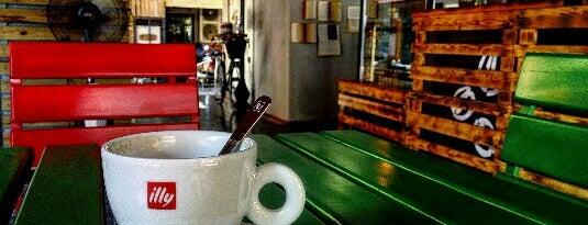 Caffe Della Via is one of kahve dükkanları.