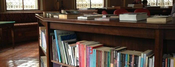 Ahmet Hamdi Tanpınar Edebiyat Müze Kütüphanesi is one of İstanbul.