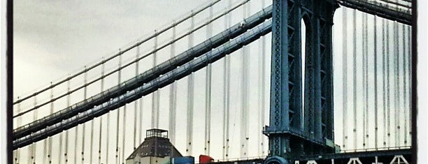 Manhattan Bridge is one of Architecture - Great architectural experiences NYC.