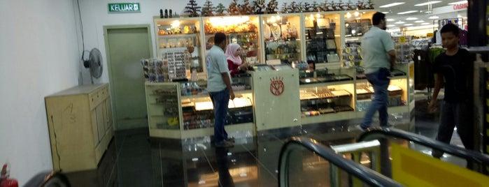 Pantai Timur Hypermarket is one of Guide to Pengkalan Chepa's best spots.