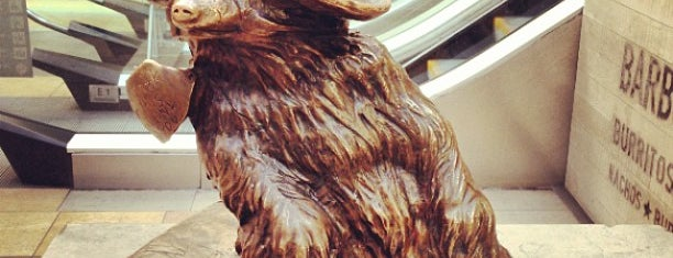Paddington Bear Statue is one of Terminais!.