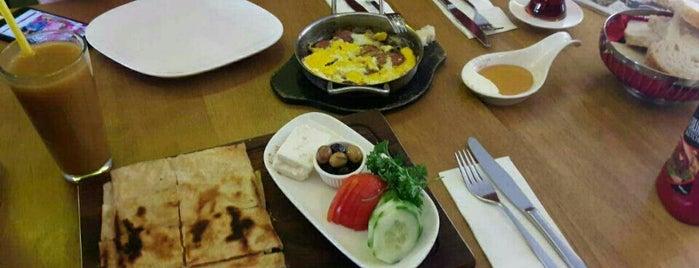 Acıktım Kafedeyiz is one of Eskişehir'deki Kahvaltı Mekanları.