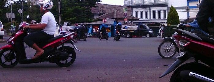 Bundaran Pamulang is one of Places in Pamulang. Tangerang..