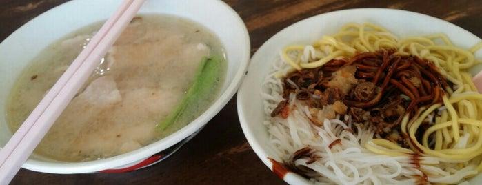 裕利-生肉麵 is one of Yeh's Fav Food!! ^o^.