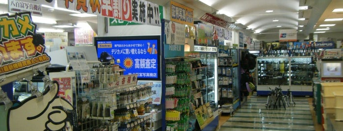八百富写真機店 大阪駅中央店 is one of お気に入り.