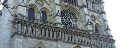 Catedral de Nuestra Señora de París is one of Bucket List Places.