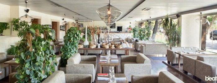 150 Bar & Grill is one of Лучшие Кафе & Рестораны в Баку!.