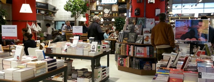 La Feltrinelli RED is one of Shopping Milano.