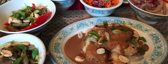 Cevicheria Y Los Otros is one of Comer.
