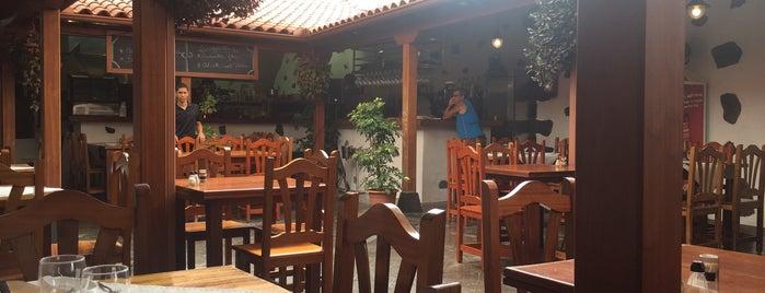 Bodegon Las Cucharitas is one of Tenerife: restaurantes y guachinches..