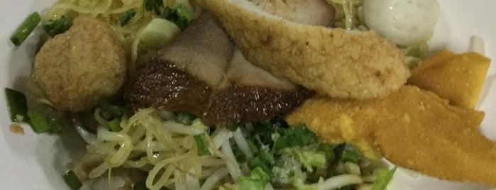 ก๋วยเตี๋ยวลูกชิ้นปลาตลาดน้อย is one of bangkok.