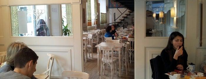 Omelette & Baguette is one of Brunch e merende - Milano.