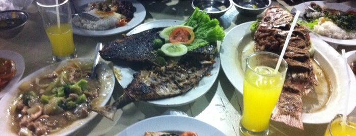 "Santiga Seafood ""Abeng"" Benhil is one of foraging."