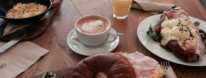 Travel & Cake is one of Breakfast and nice cafes in Barcelona.