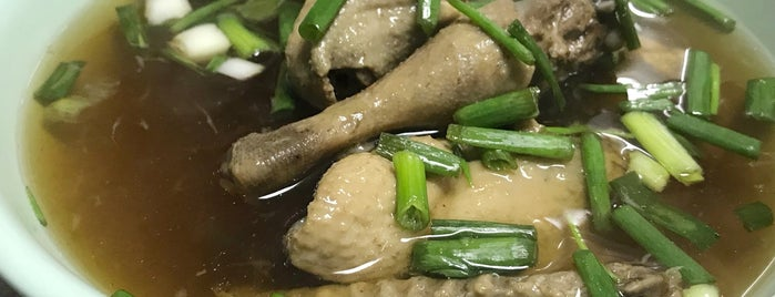 Mongkol Chai Chicken Rice is one of Around Bangkok | ตะลอนทัวร์รอบกรุงฯ.