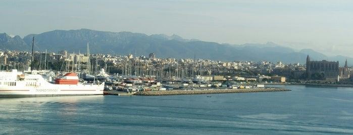 Districte de l'Eixample is one of Barcelona.