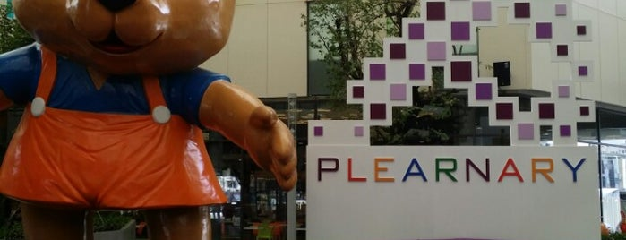 Plearnary Mall is one of w2.