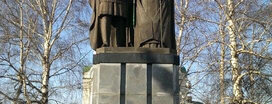 Памятник основателю города святому великому князю Георгию Всеволодовичу и наставнику его святителю Симону is one of Что посмотреть в Нижнем Новгороде.
