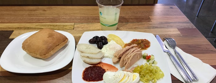 The 15 Best Places For Kosher Food In Los Angeles