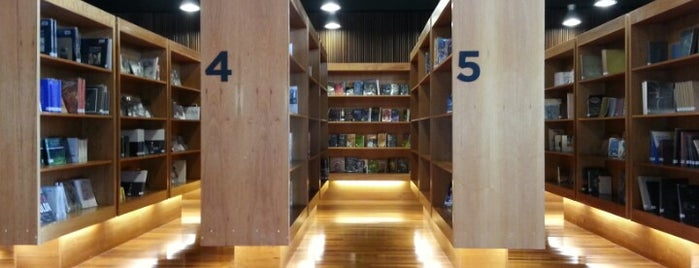 Biblioteca GAM is one of Los 100 rincones imperdibles de Santiago.