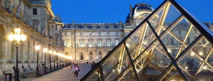 Louvre Pyramid is one of Week-end à Paris.