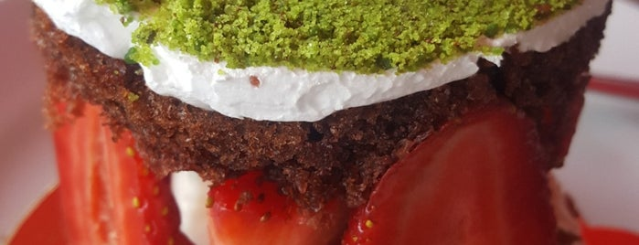 Karadeniz Pastanesi & Cafe is one of UŞAK.