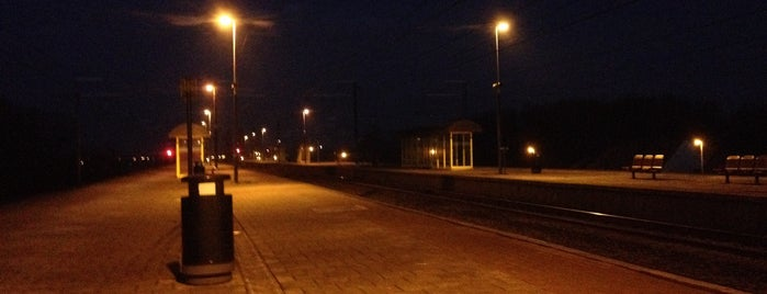 Spoor 3 is one of train stations.