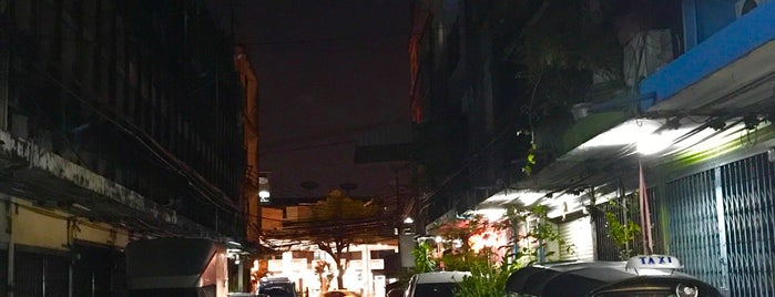 Chan Road is one of ถนน.