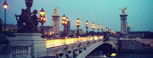 Alexander III Bridge is one of Франция.