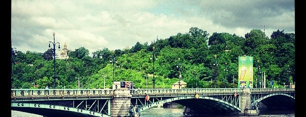 Čechův most is one of Pražské mosty.