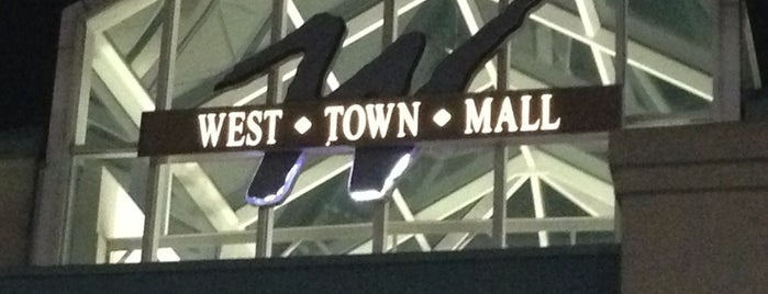 West Town Mall is one of Love to go.