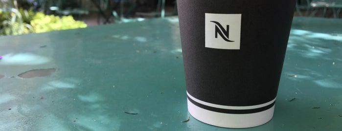 Un thé dans le jardin is one of Bars.