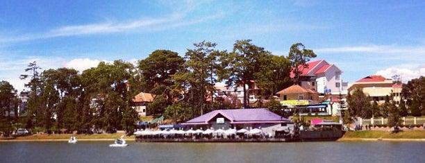 Hồ Xuân Hương (Xuan Huong Lake) is one of du lịch - lịch sử.