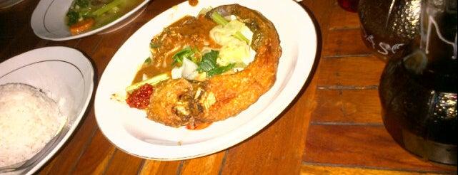 Food Court Diponegoro 37 is one of Top 10 restaurants when money is no object.